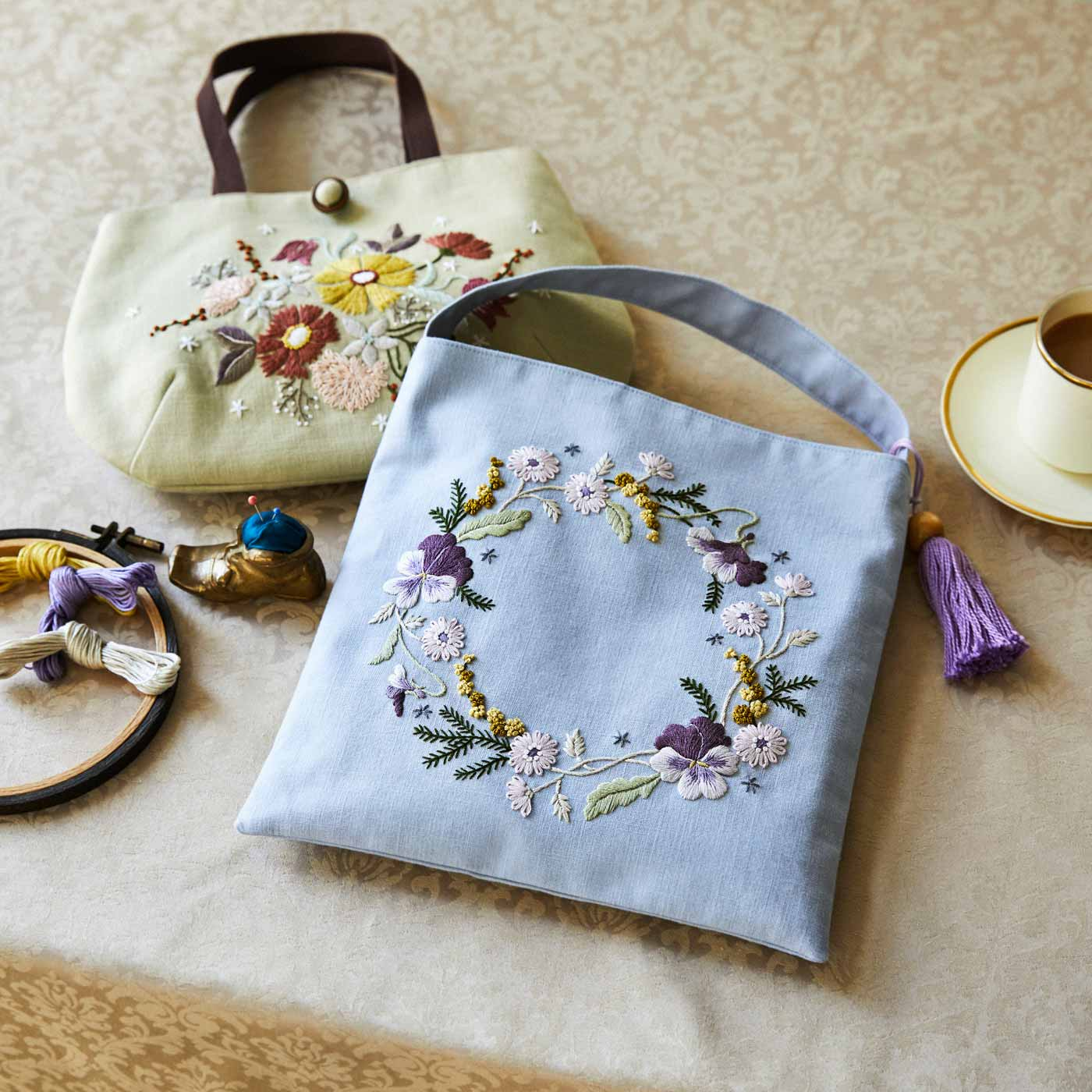 【クチュリエクラブ会員限定】可憐な花々を集めて ふだん着に華やぎを添える 蓬莱 和歌子さんの刺しゅうバッグの会