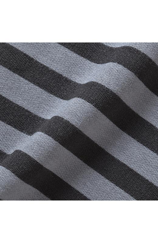ワンピースは、シーズンレスに楽しめる肌ざわりのよいミニ裏起毛素材。