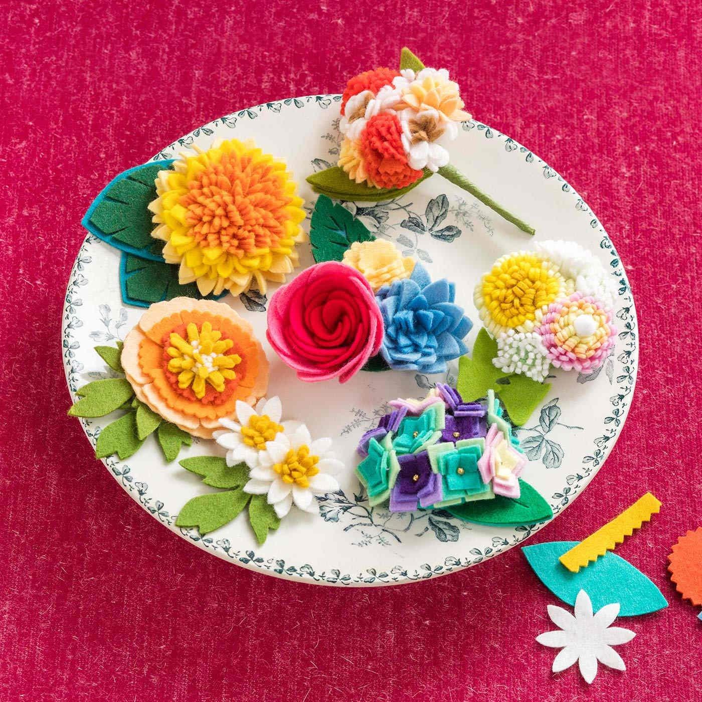 色鮮やかなグラデーション いろいろな手法が楽しいフェルトのお花コサージュ