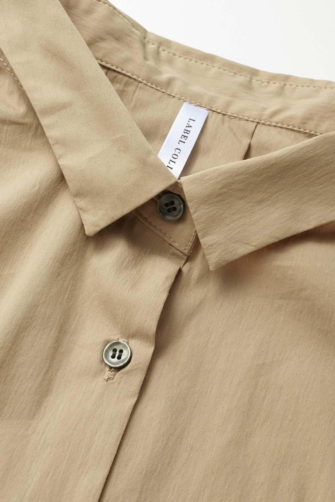 ノンステッチの衿と前立てが凛としていて潔い ※お届けするカラーとは異なります。