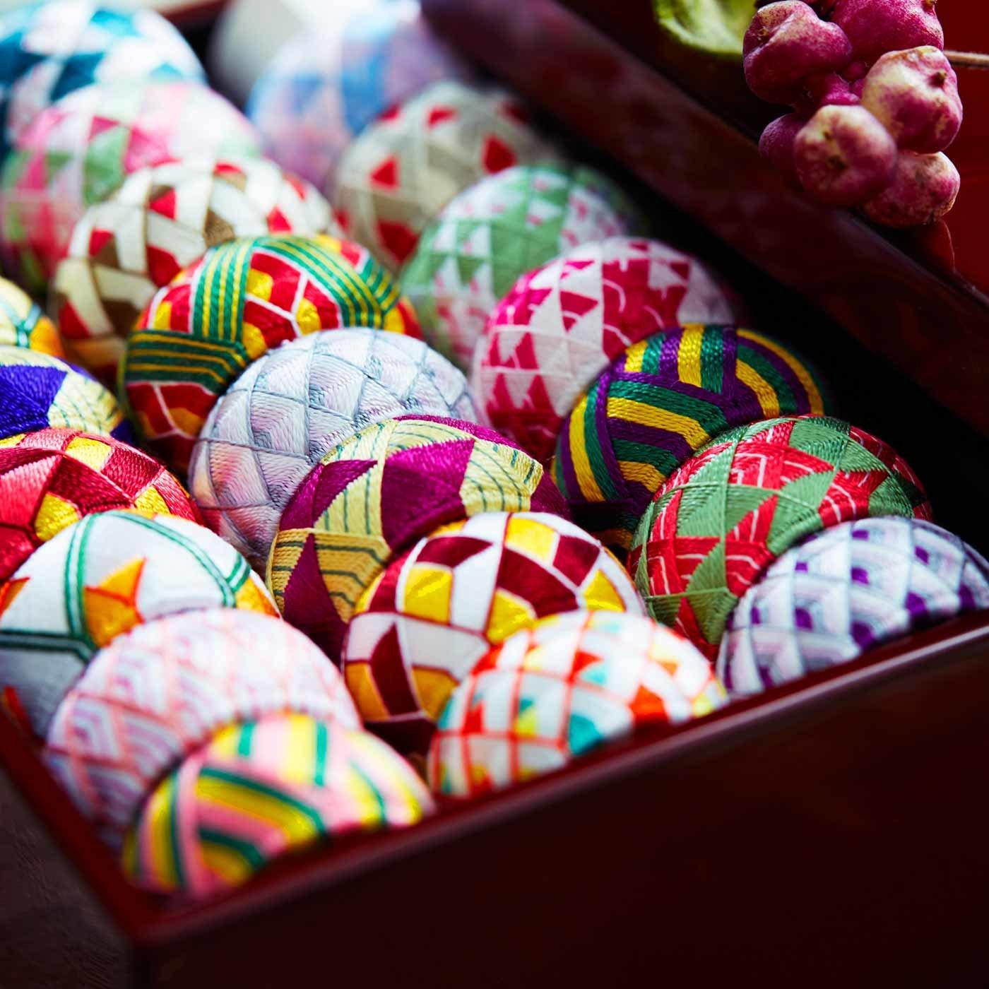 日本の四季を絹糸で描く 華やか加賀ゆびぬきの会