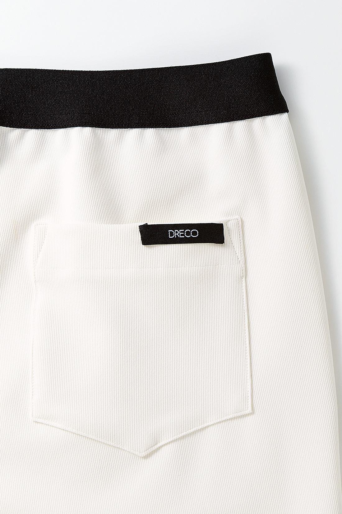 【ボトムス】後ろポケットのDRECOのネームタグが本格派っぽさを盛り上げます。