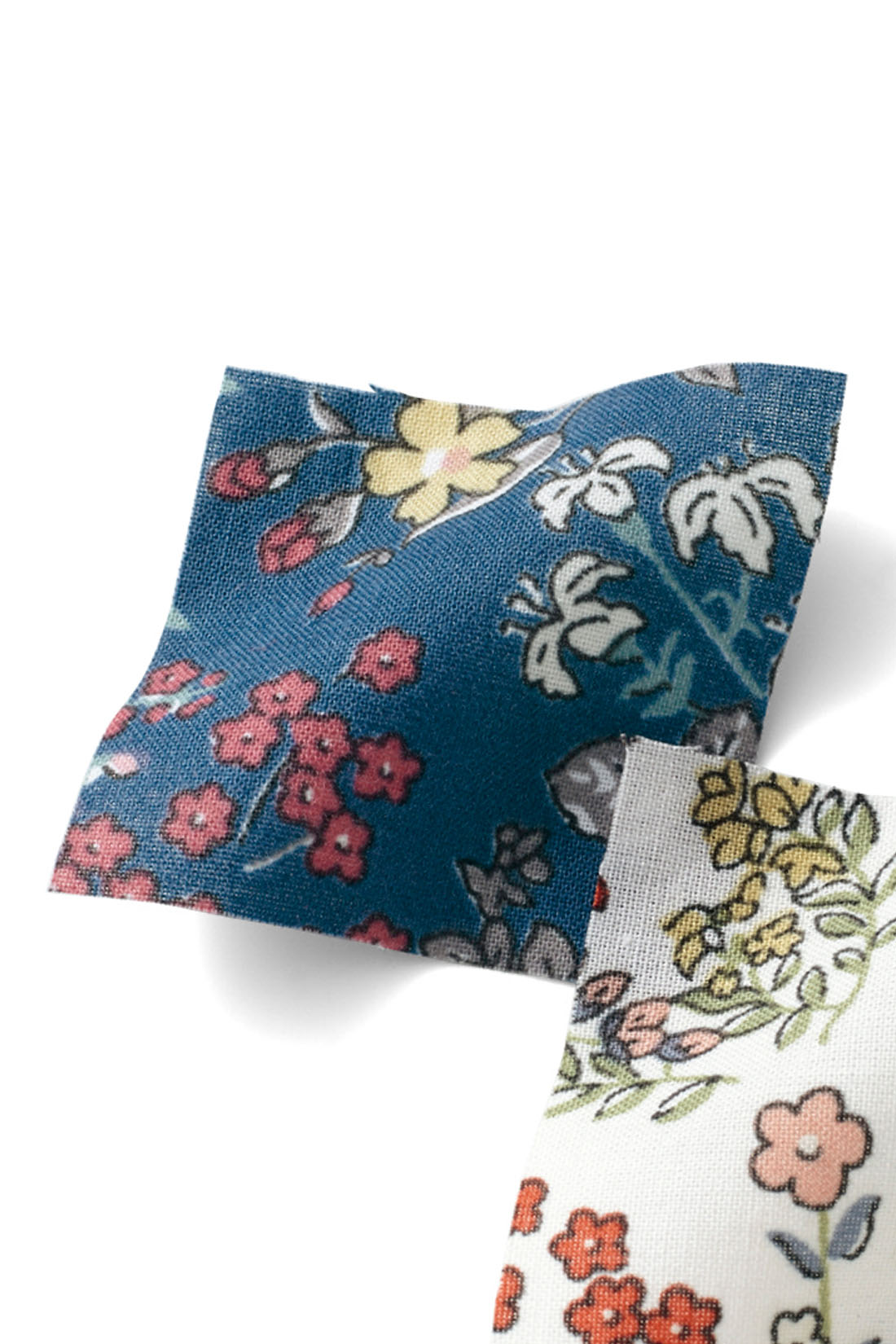 大人見えする上品な小花柄。洗いざらしで気持ちよく着られるコットン100%。