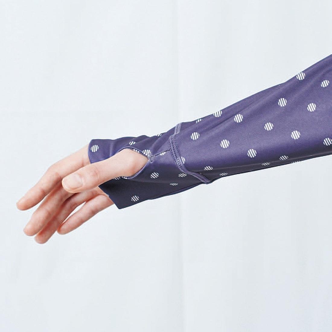 親指ホールで手の甲まですっぽりカバー。