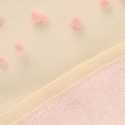 小さなドットが素足に乗ってるように見えるのがキュート! 足裏部分は綿混素材で、さらっと快適。