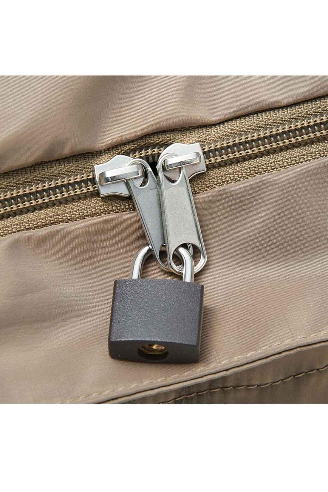 お手持ちの南京錠をつけられます。 ※お届けするカラーとは異なります。