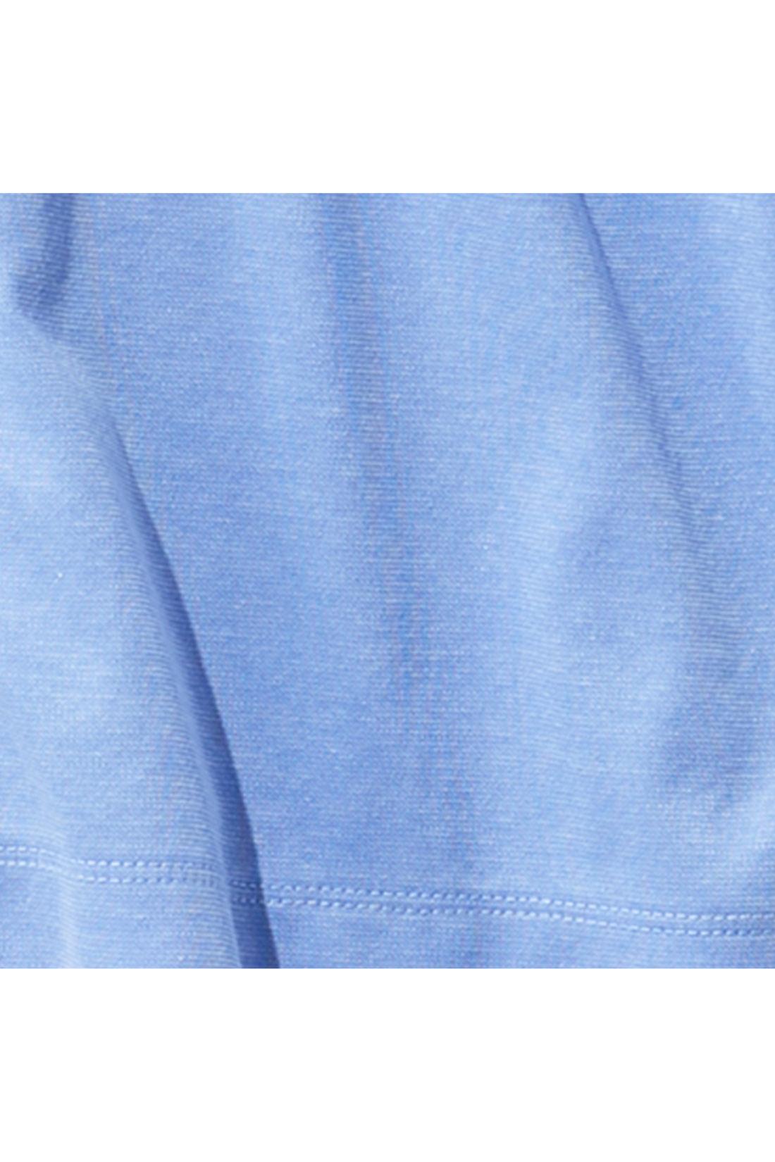 上品な艶感のある、綿混カットソー素材。洗濯OKでしわになりにくく、お手入れも簡単。