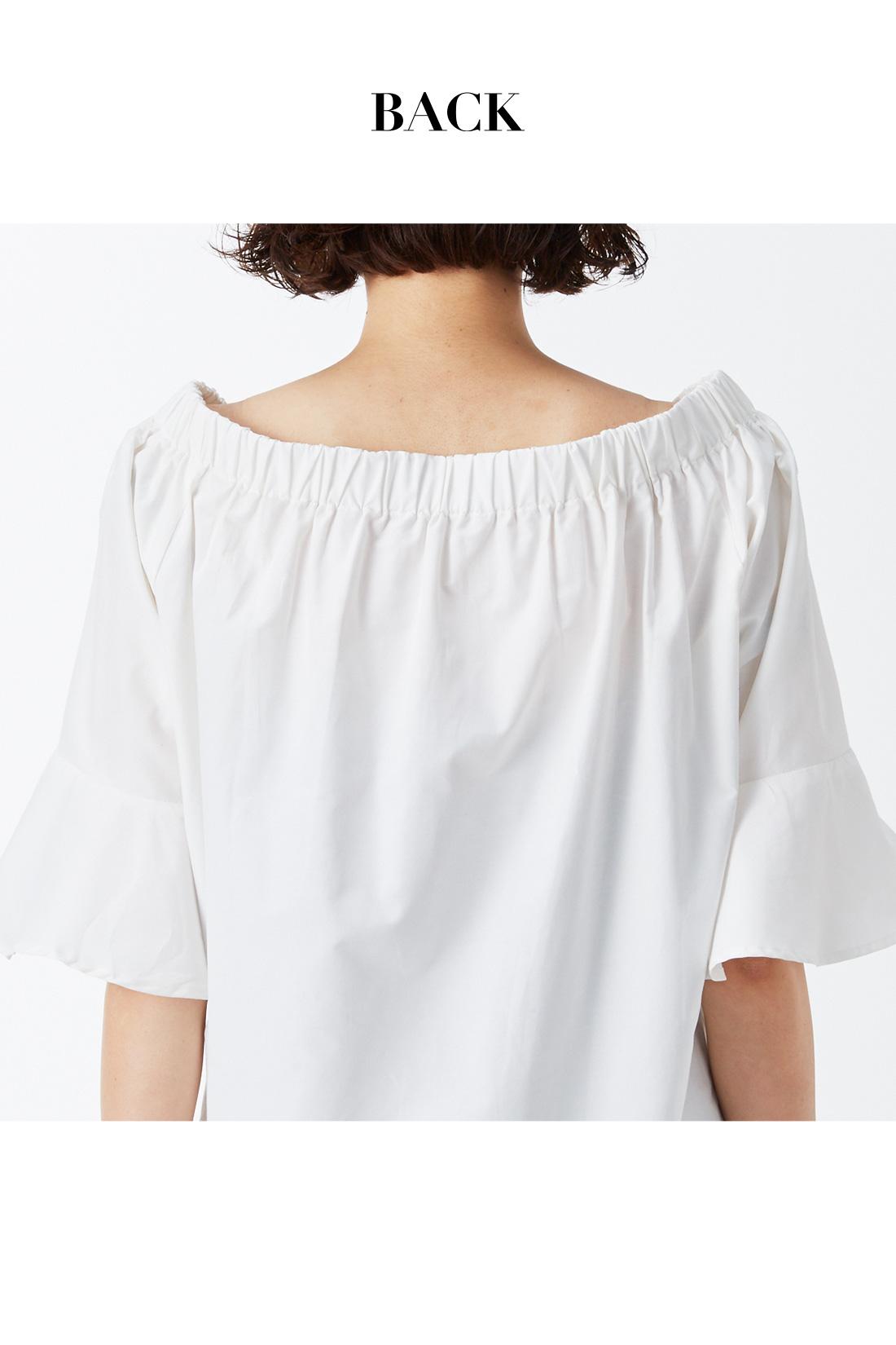 サイドからバックにかけてゴム仕様のデザインで、らくに着られて美しさはキープ。 ※着用イメージです。お届けするカラーとは異なります。