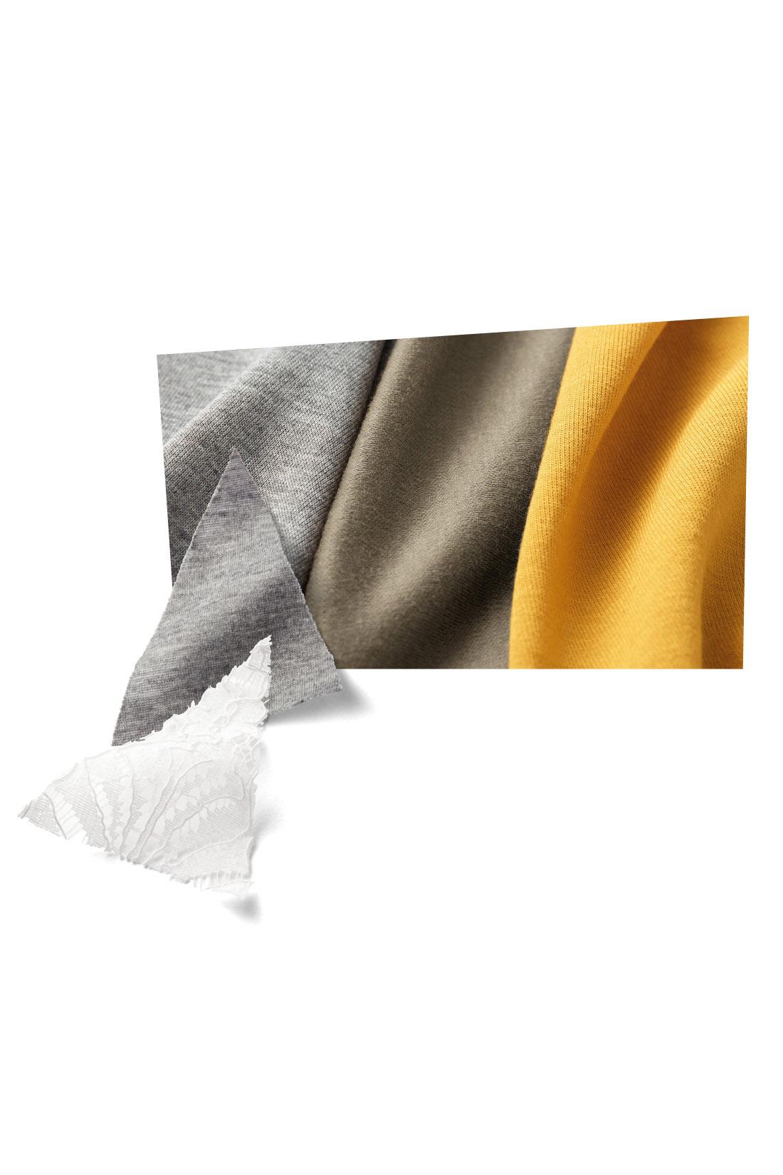 汗をかいてもすぐ乾く、吸汗速乾のカットソー素材。表面の毛羽を取りのぞき、シルクのような滑らかさを出すシルケット加工をほどこしました。艶っぽい表面感と綿素材ならではの肌心地のよさを両立。