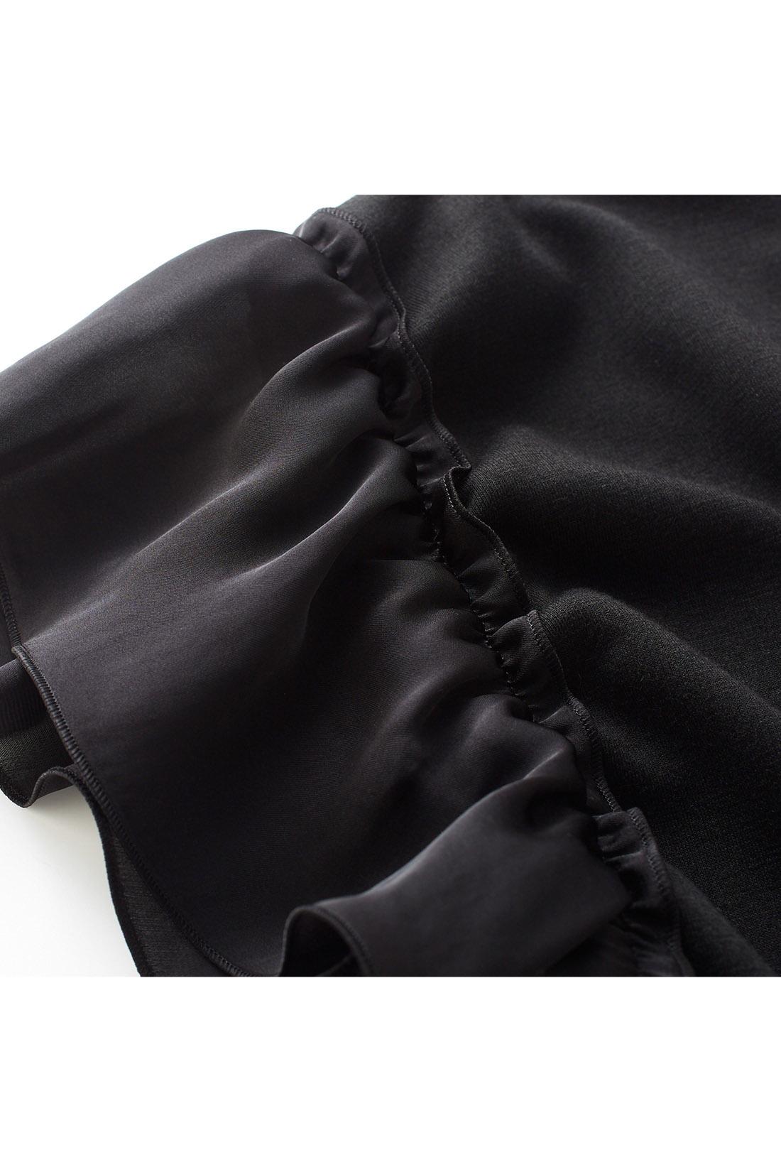 カットソーとサテンをドッキング 身ごろは上質感のある吸汗速乾のカットソー素材、袖はモードな艶感のあるサテン素材。しわになりにくくお手入れも簡単です。 ※お届けするカラーとは異なります。