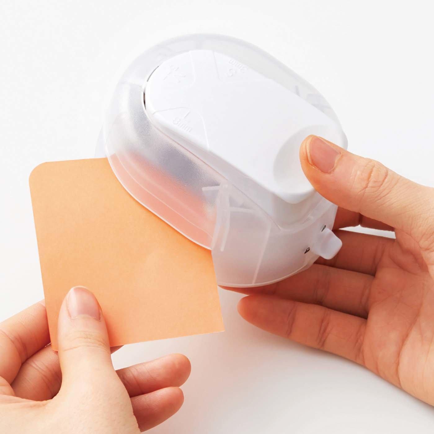紙の角を丸くカットできる かどまるパンチ