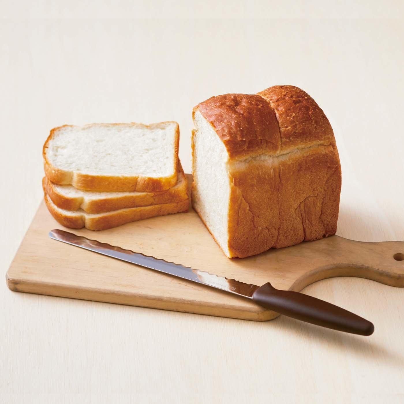 やわらかパンも美しくカット 4種刃パン切りナイフ