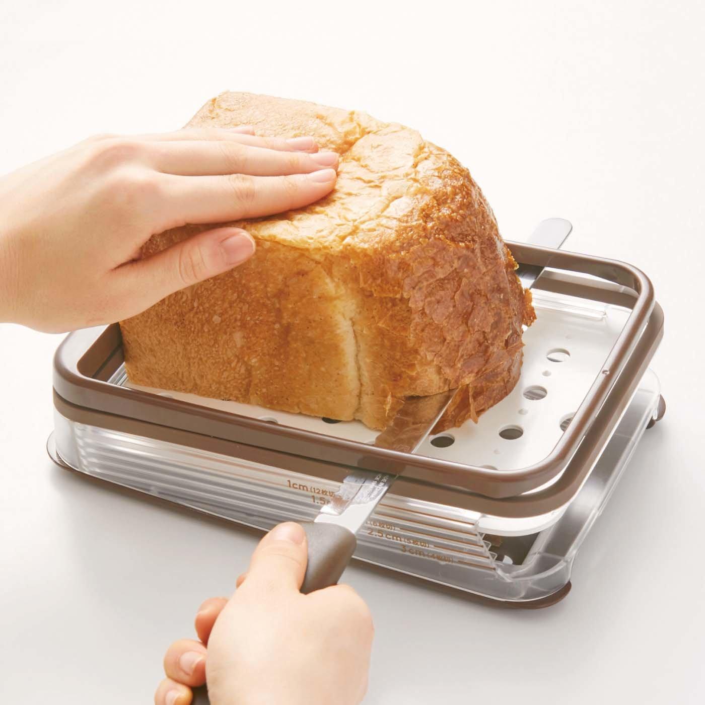 厚切りからサンドイッチまで 横切り安定パンスライサー