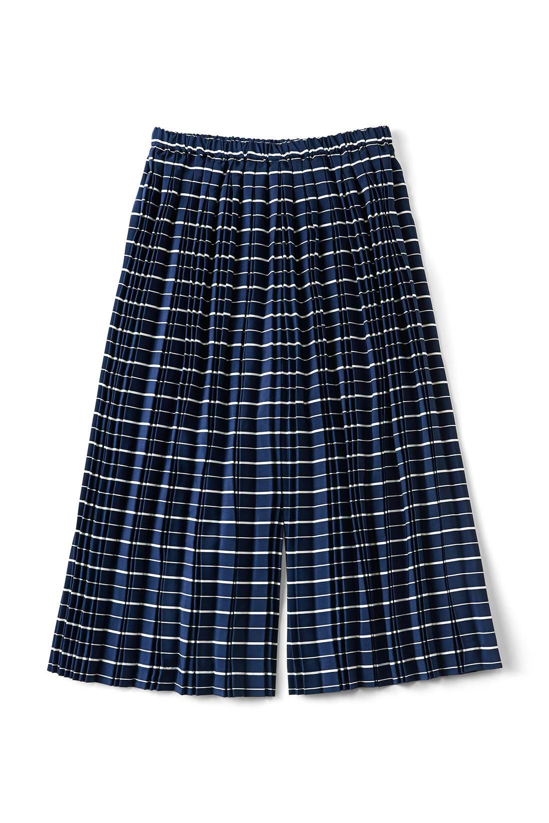 ストンときれいに見える、スカートとパンツの間くらいのシルエット。