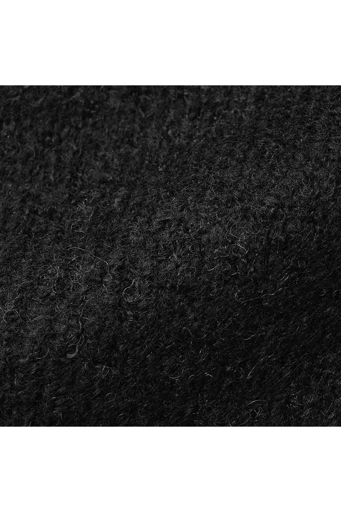 もっちり&ふんわりとした、伸びやかで肉厚な起毛素材。