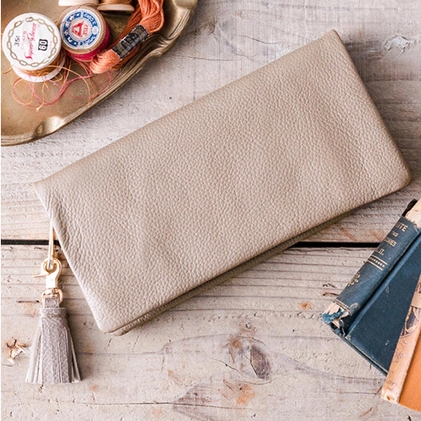 IEDIT[イディット] SELECT やわらかマットレザーで手になじむ 長く使いこみたい本革長財布〈ベージュ〉