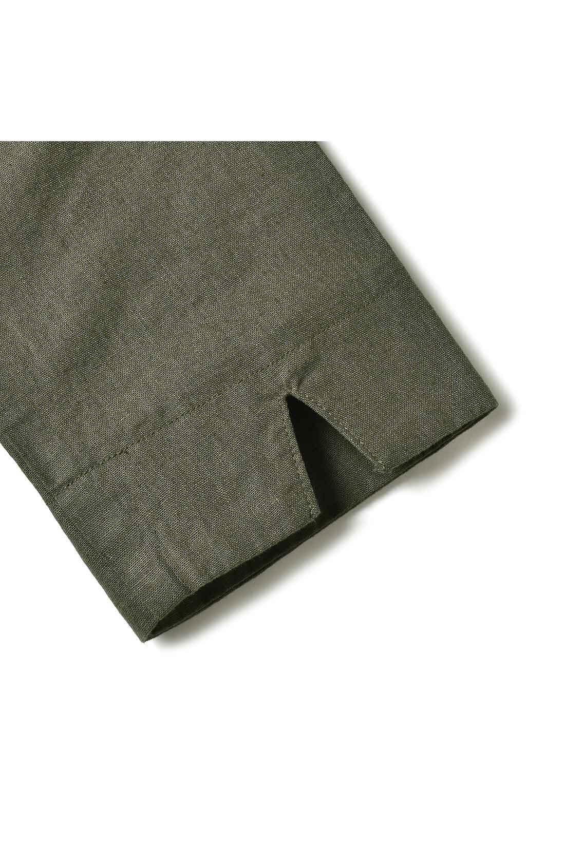 袖に入ったスリットがアクセント。