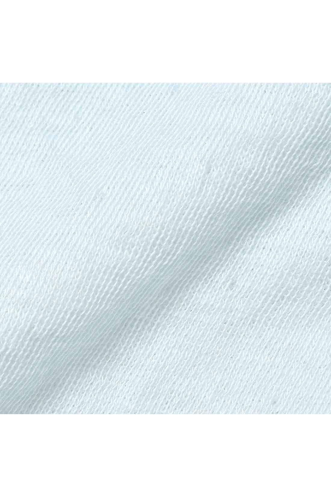 肌側はシルク85%混、外側は綿100%の二重仕立て。