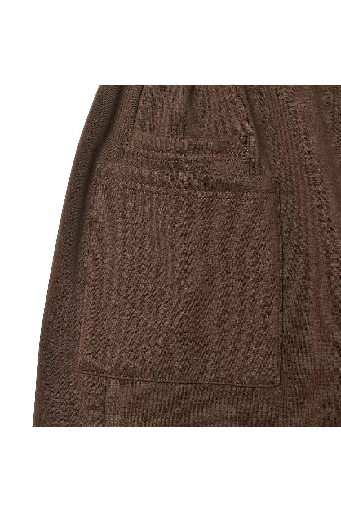ちっちゃな小物が迷子にならないようにポケットの中にミニポケット付き。
