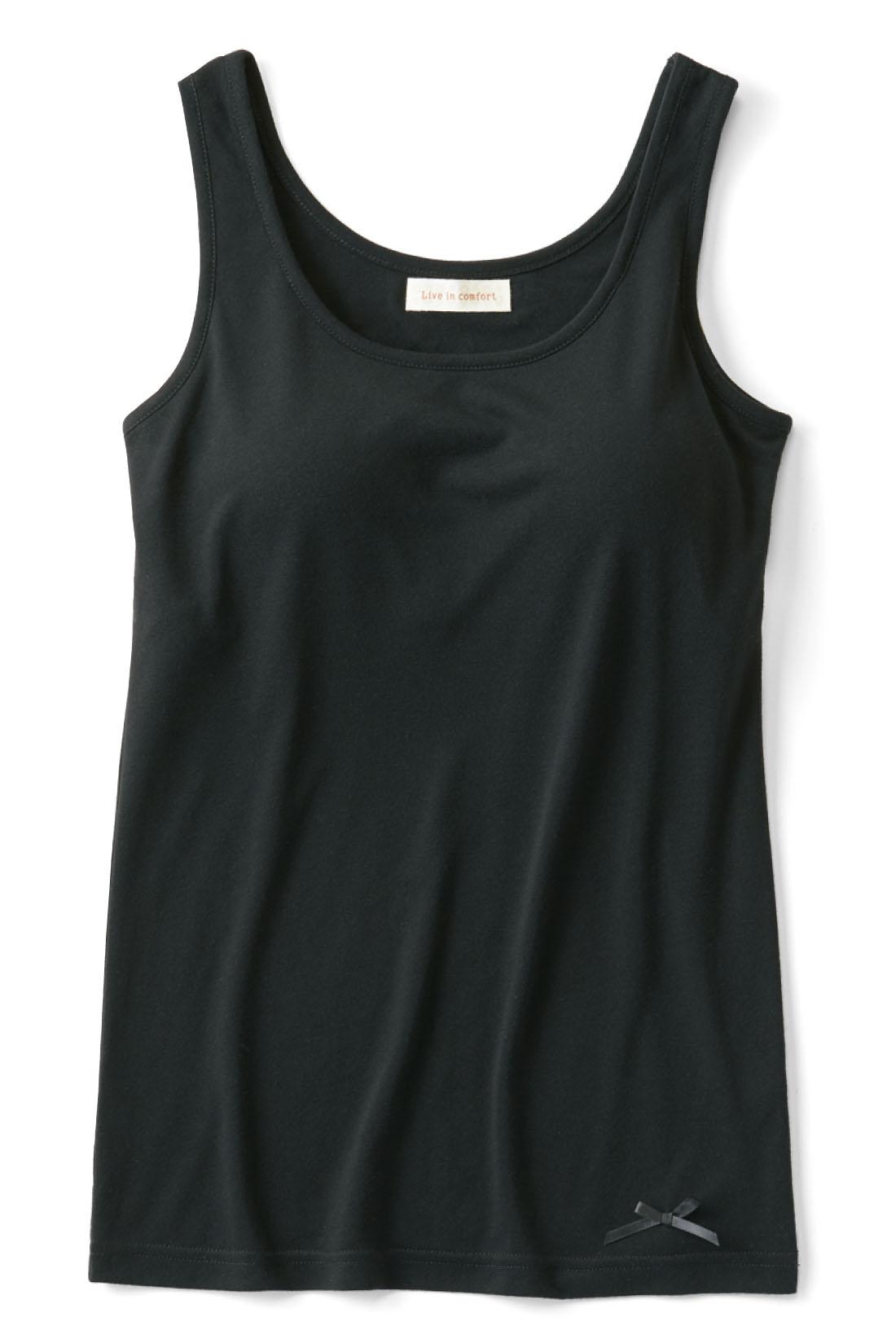 広めの衿開きの服に重ねてもきれいに着られる衿ぐりの開き。リブインの夏服にもぴったり♪