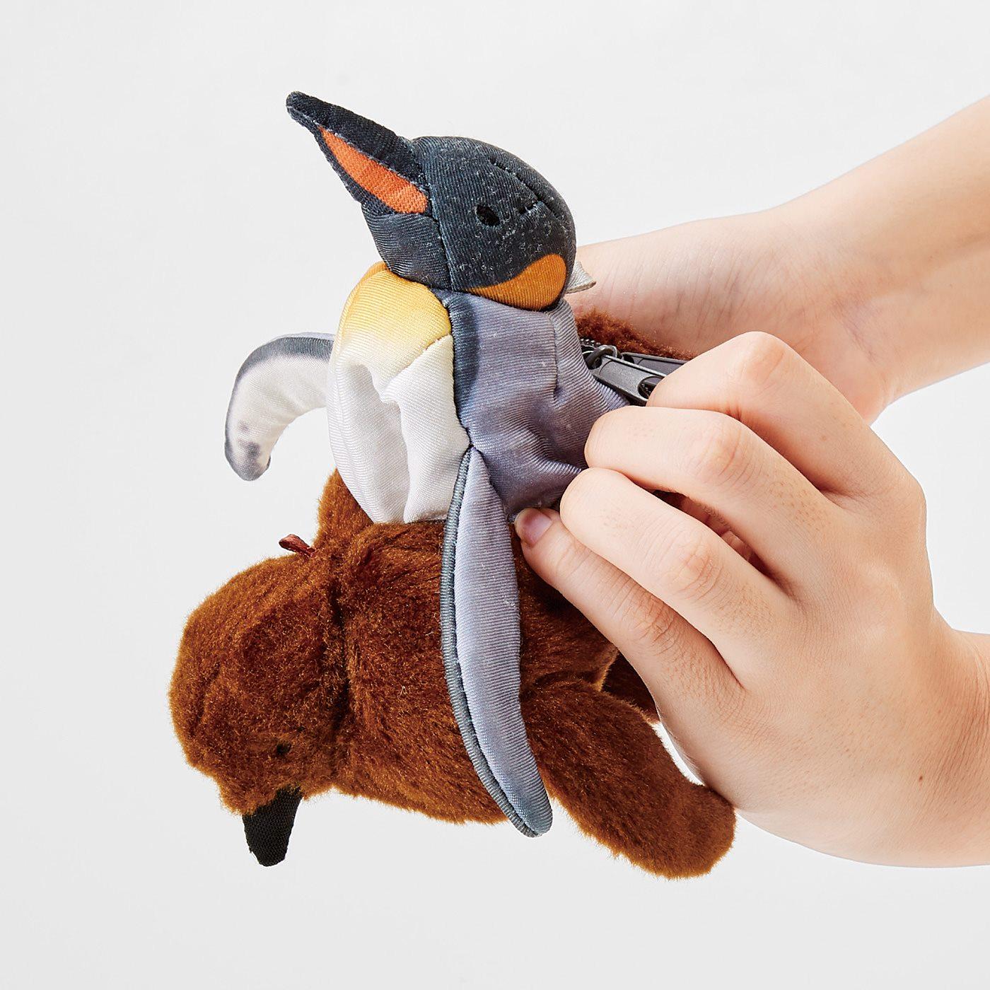 クルッとひっくり返すとオウサマペンギンが!