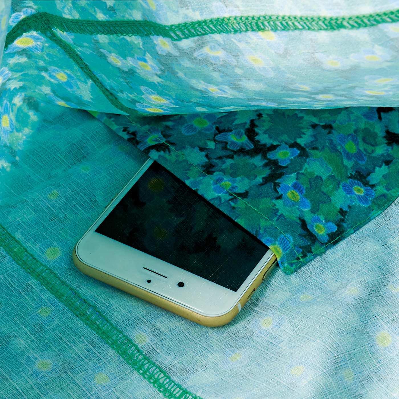CCP [シーシーピー] CCP ユニカラート アートがコーディネイトのアクセントになるたっぷりテキスタイルバッグの会 スマホなどを入れておける内ポケット付き。