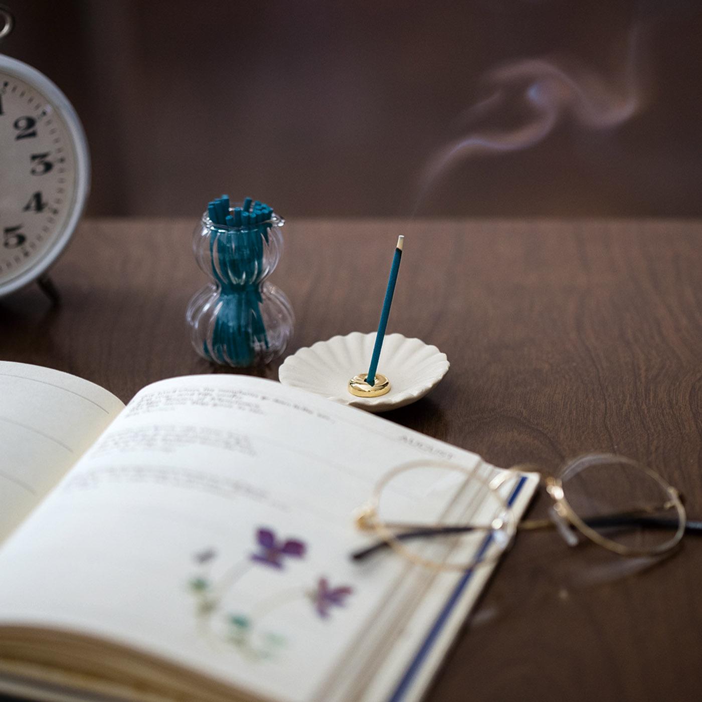 Kraso[クラソ] |ガラフル すきま時間に香り咲かせる スティック香セットの会|燃焼時間は約15分間。毎日の気分に合わせて焚いて、リラックスタイムをつくりましょう。
