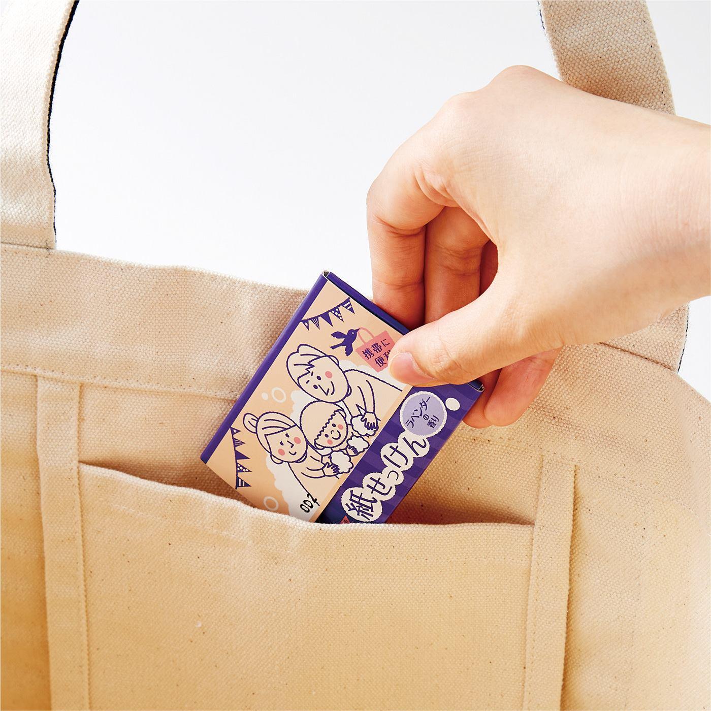 Kraso[クラソ] 持ち歩いていつでも手洗い 無添加がうれしい紙せっけん〈2個セット〉の会 かばんのポケットなどにしのばせておける薄型タイプ。