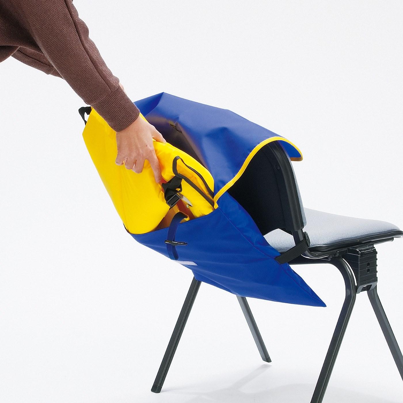 Kraso[クラソ]  防護頭巾付きで頭もガード 水害対策に備えたい ライフジャケット子ども用M〈120~150cm〉 収納袋付きだから、自宅や車の中に備えておきやすい。