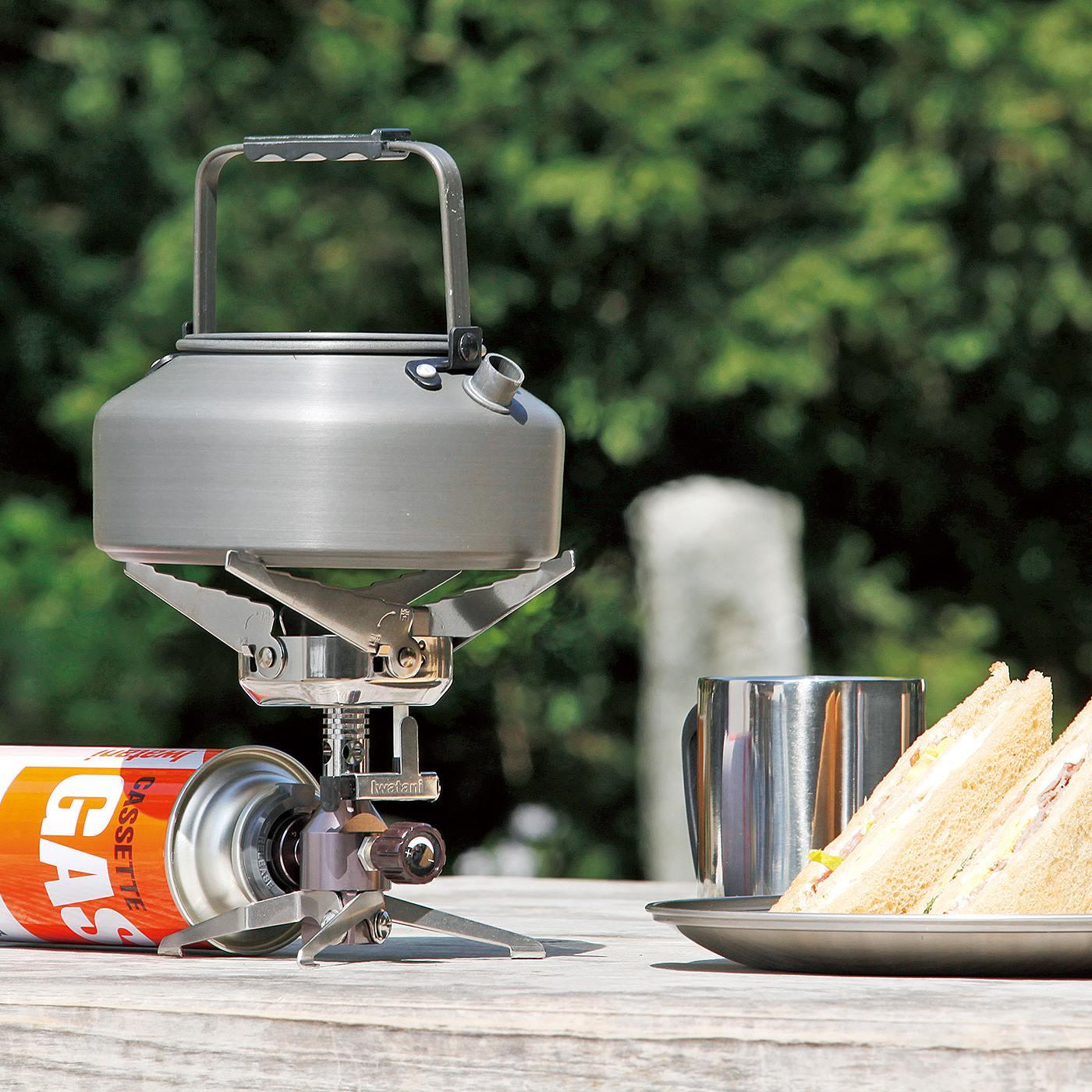 Kraso[クラソ]  防災・アウトドアの湯沸かしや料理に 手のひらサイズのコンパクトカセットコンロ あたたかな淹れたてのコーヒーやお茶を楽しめます。小さめのフライパンや鍋も!