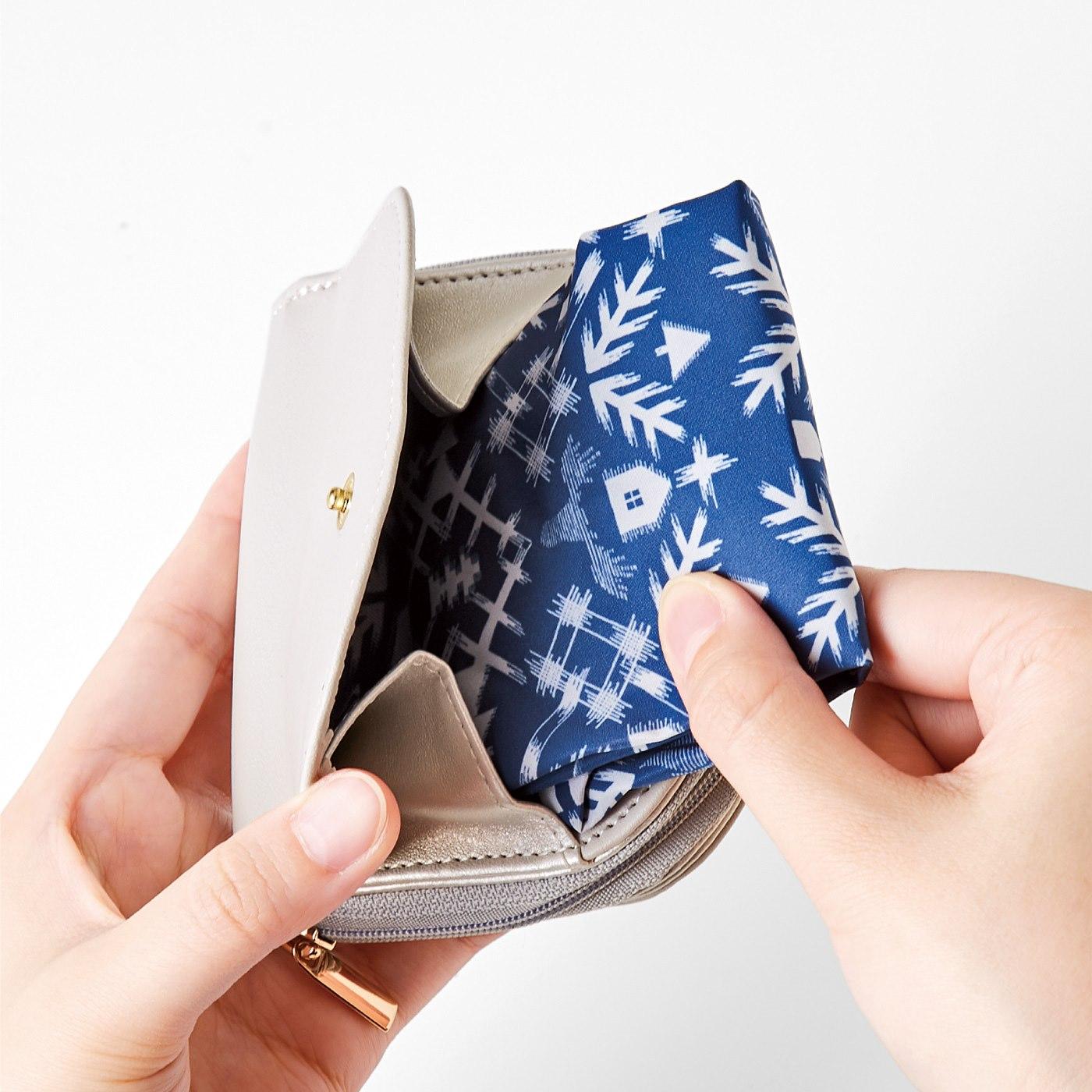 Kraso[クラソ] SAANA JA OLLI サーナ ヤ オッリ ミニエコバッグと収納ポケット付きの二つ折り財布の会 エコバッグをすっきり収納できます。