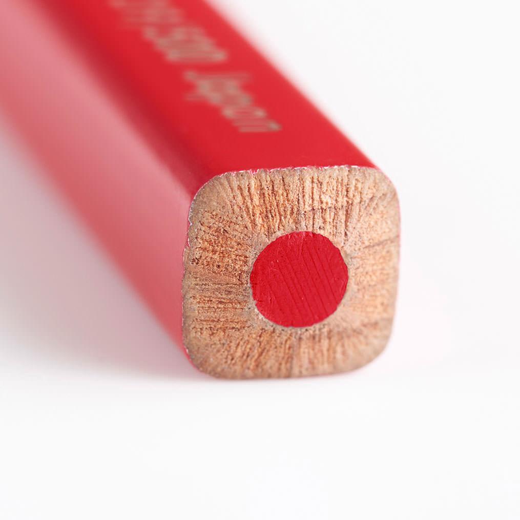 フェリシモコレクション|500色の色えんぴつ TOKYO SEEDS|太めの四角ボディに絶妙な角の丸みが、手にしっくり。約3.5mmの太しんは描き心地もなめらか。机の上で転がらないのも嬉しい。