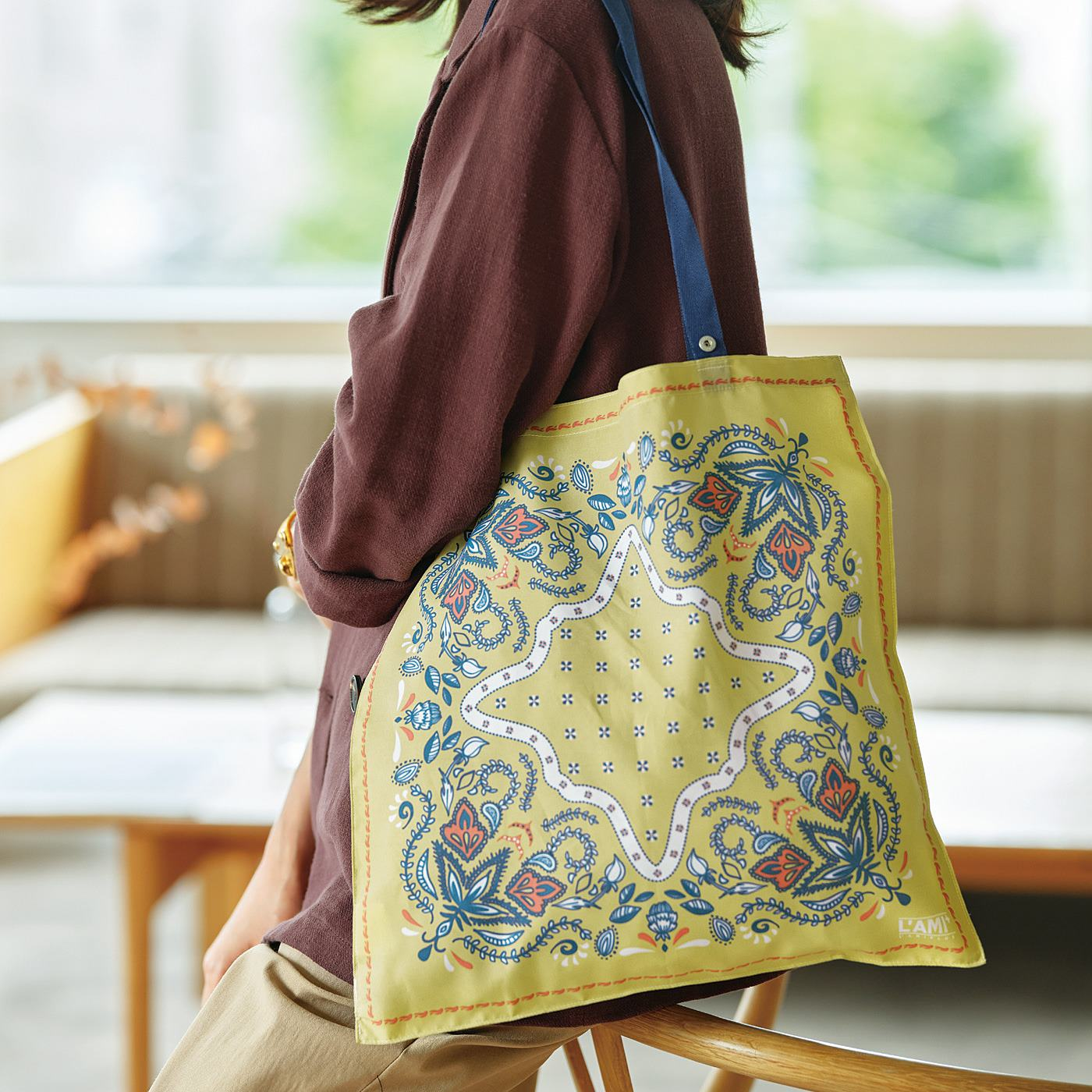 L'AMIPLUS[ラミプリュス] 急な買い物も安心 結んでお出かけスカーフエコバッグ〈フラワーペイズリー〉の会
