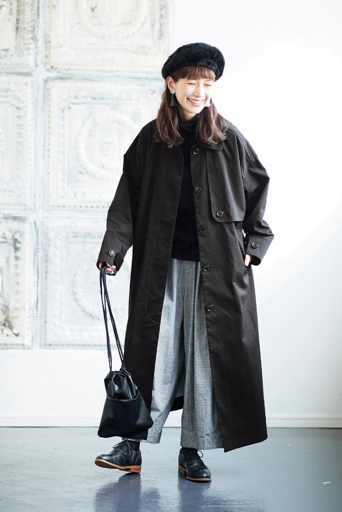 黒×グレーの無彩色をステンカラーコートでかっこよく